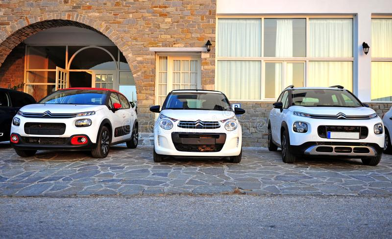 Modelos novos de automóveis de Citroen na rua fotografia de stock royalty free