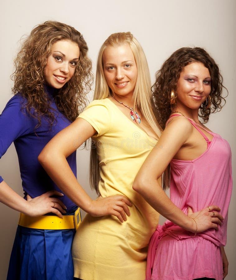 Modelos novos no vestido colorido imagem de stock