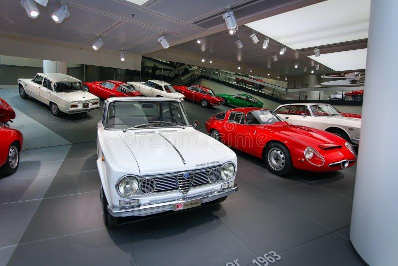 Modelos Romeo Giulia Ti e TZ1 do alfa na exposição no museu histórico Alfa Romeo imagem de stock royalty free