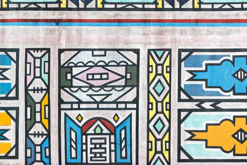 Modelos tradicionales de Ndebele del africano en la pared foto de archivo