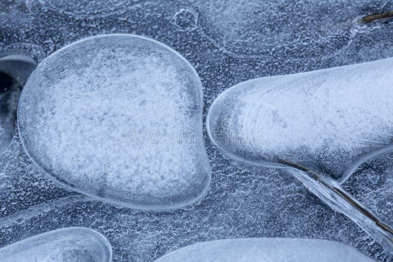 Modelos y formas abstractos en el hielo del río de Hockanum fotografía de archivo libre de regalías