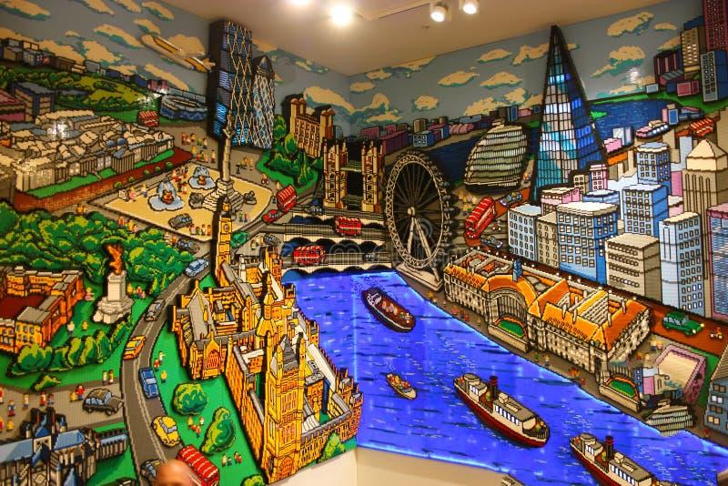 Modelować Londyn i Thames rzeka widzieć z góry budującą z grami barwione cegły dla dzieci zdjęcie stock