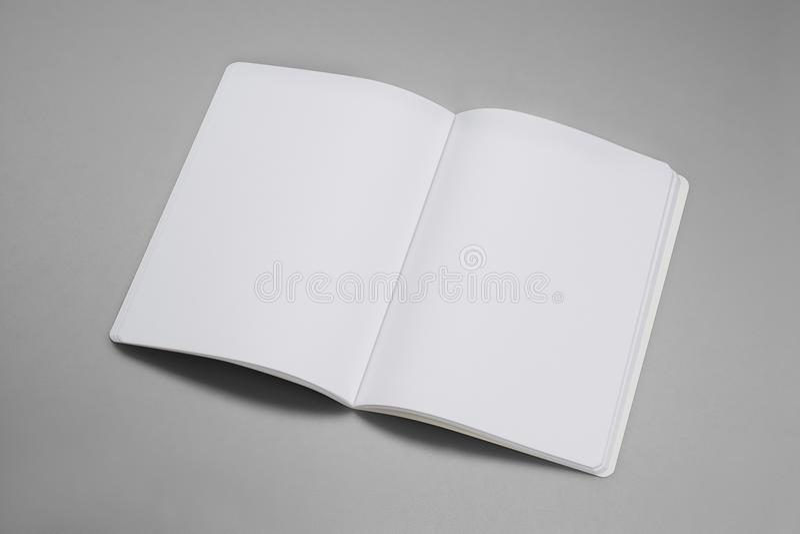 Modeltijdschriften, boek of catalogus op grijze lijstachtergrond royalty-vrije stock afbeelding
