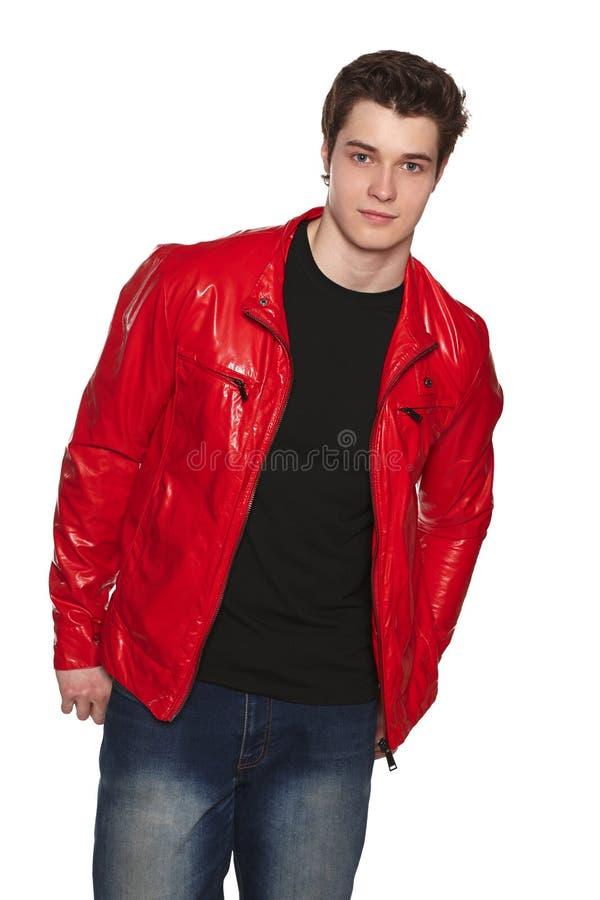 Modeman i rött omslag royaltyfri foto