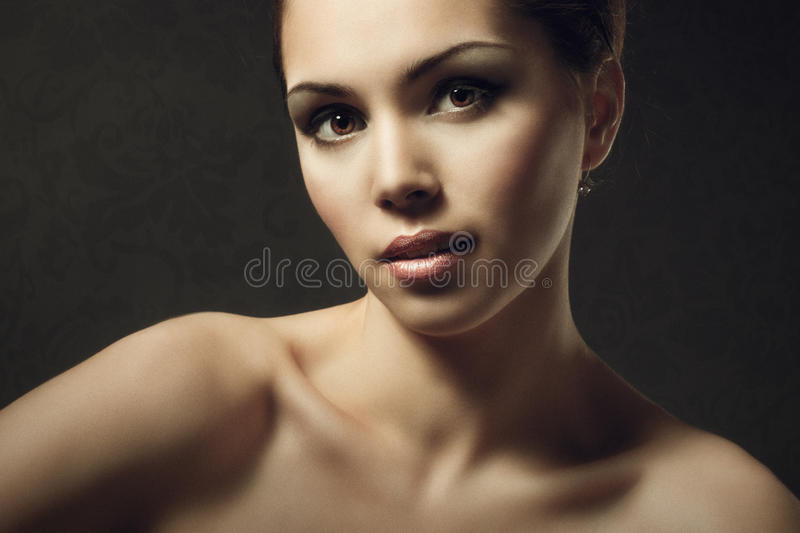 Modemodell Beauty Makeup, härligt kvinnaframsidasmink arkivfoto