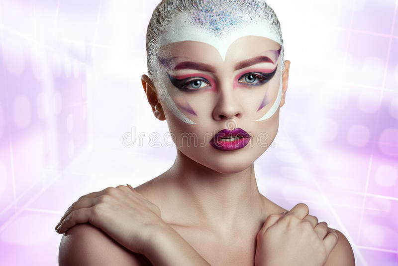 Modemodell Girl Portrait med ljus makeup arkivbilder