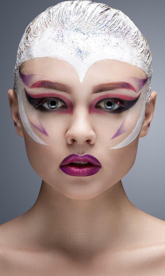 Modemodell Girl Portrait med ljus makeup royaltyfria foton