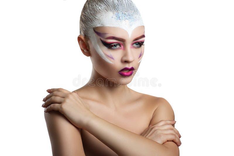 Modemodell Girl Portrait med ljus makeup idérik frisyr arkivfoto