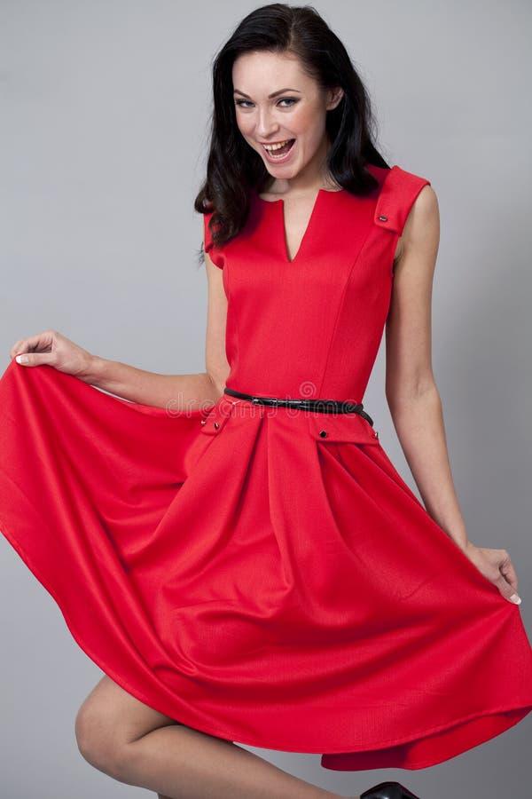 Download Modemodell I Lång Röd Klänning Fotografering för Bildbyråer - Bild av naturligt, huvud: 37346747