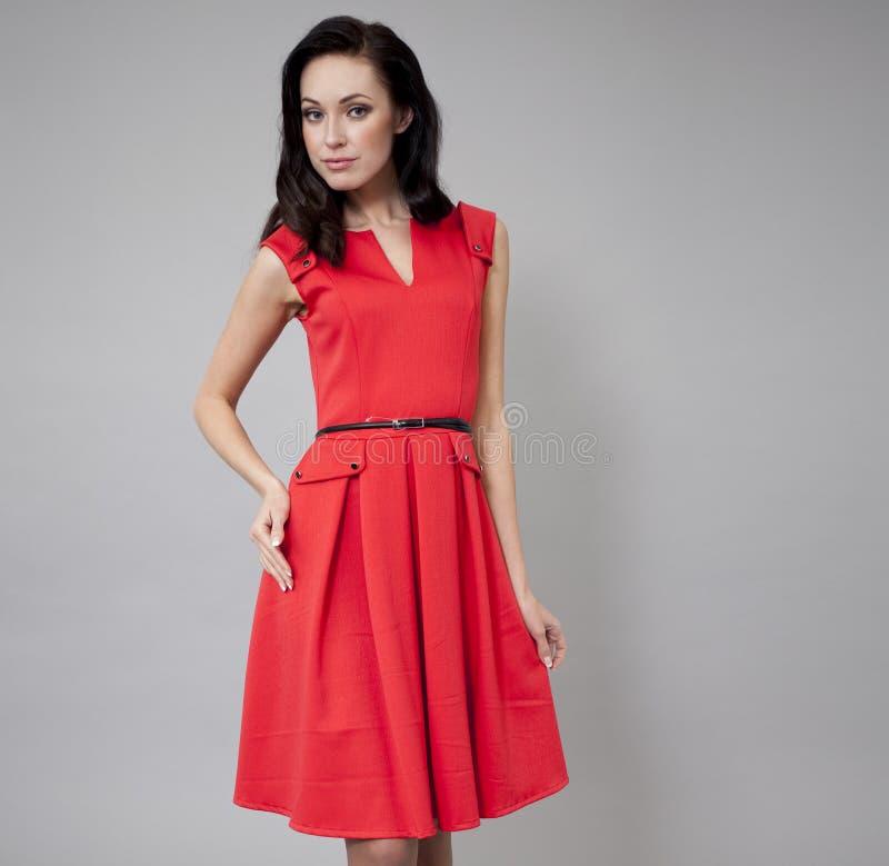 Download Modemodell I Lång Röd Klänning Fotografering för Bildbyråer - Bild av mänskligt, caucasian: 37348879