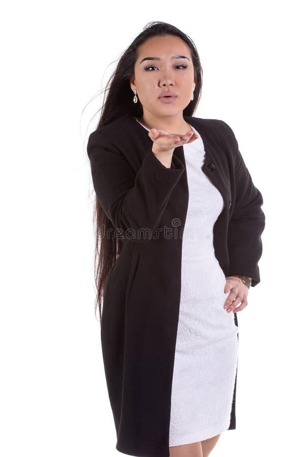 Modemodell i modeklänningen som poserar i studion arkivbilder