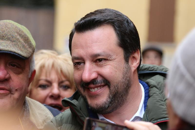 MODENA - ITALIEN, FEBRUARI 20, 2018: Matteo Salvini offentlig klok konferens Lega Nord arkivfoto