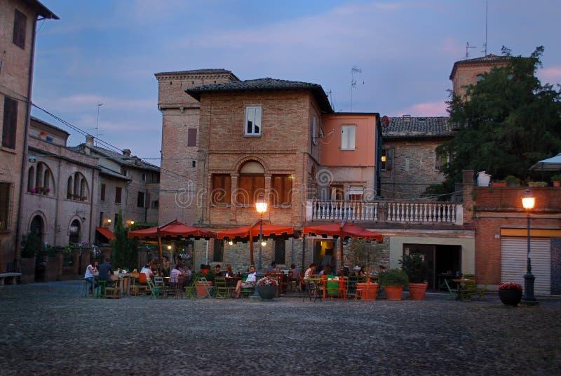Modena Italien - Juli 10, 2013: Castelvetro di Modena royaltyfria bilder