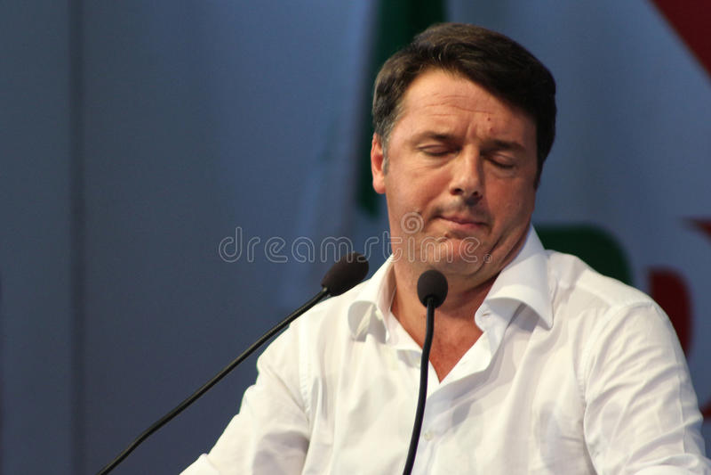 MODENA Italien, SEPTEMBER, 2016: Matteo Renzi offentlig klok konferensdemokratiska partietregel arkivbilder