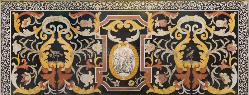 MODENA WŁOCHY, KWIECIEŃ, - 14, 2018: Kamienna kwiecista mozaika Pietra Dura z maryja dziewica w kościelnym Abbazia Di San Pietro fotografia stock