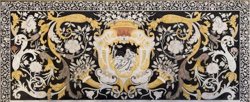 MODENA WŁOCHY, KWIECIEŃ, - 14, 2018: Kamienna mozaika Pietra Dura z St Mary Magdalen w kościelnym Abbazia Di San Pietro zdjęcia stock