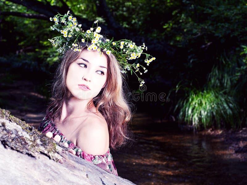 Modenahaufnahmeporträt im Freienjungen hübschen b lizenzfreie stockfotografie