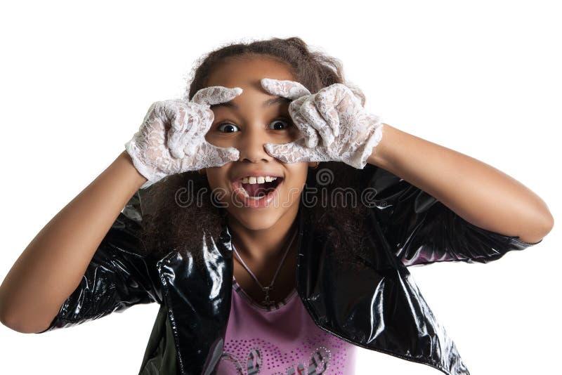 Modeporträt des Mädchenkindes sonnenbrille lizenzfreies stockbild