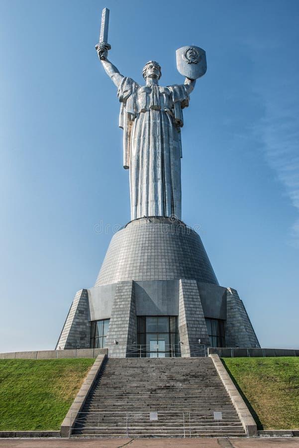 Moder av fäderneslandmonumentet i Kiev, Ukraina Sculpturen arkivfoton