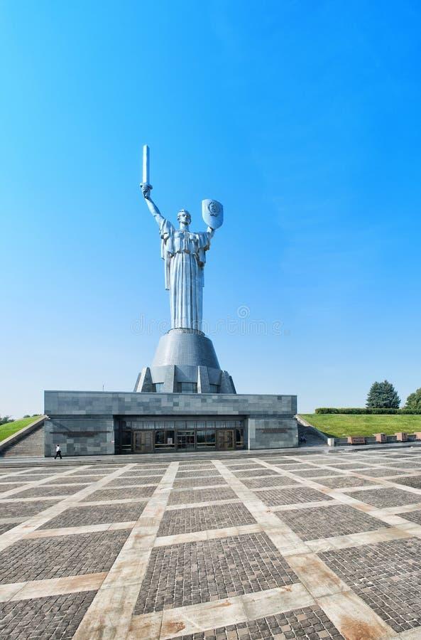 Moder av fäderneslandmonumentet i Kiev, Ukraina Sculpturen arkivfoto