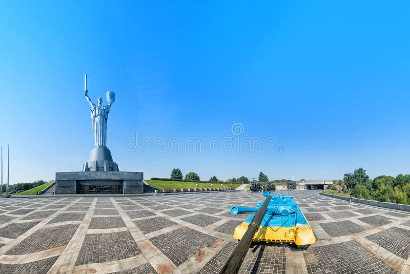 Moder av fäderneslandmonumentet i Kiev, Ukraina Sculpturen royaltyfri foto