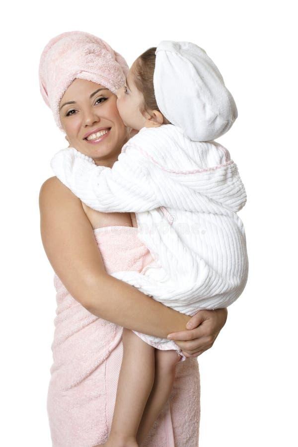 moder för badbodycarebarn arkivbild