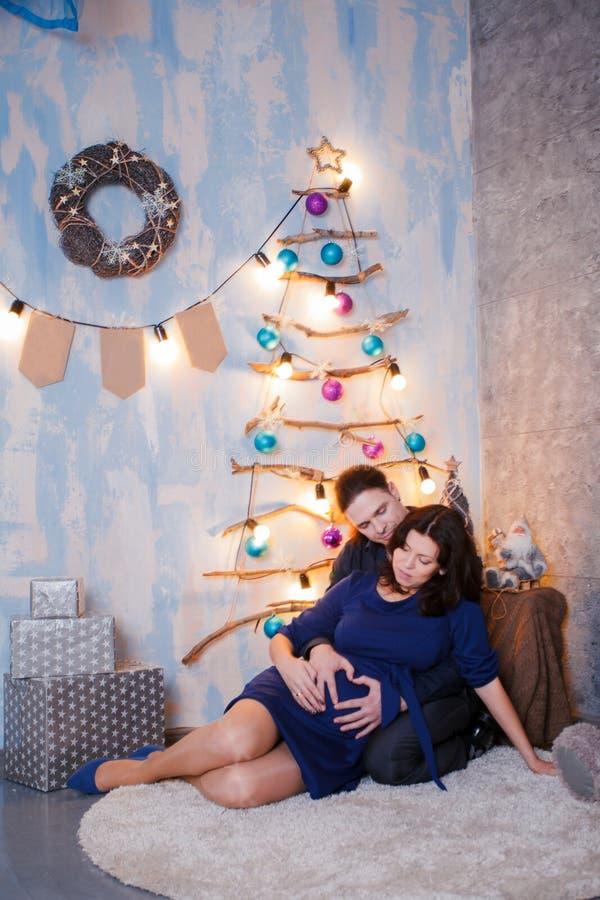 Moder för fader för nytt år för havandeskap royaltyfria bilder