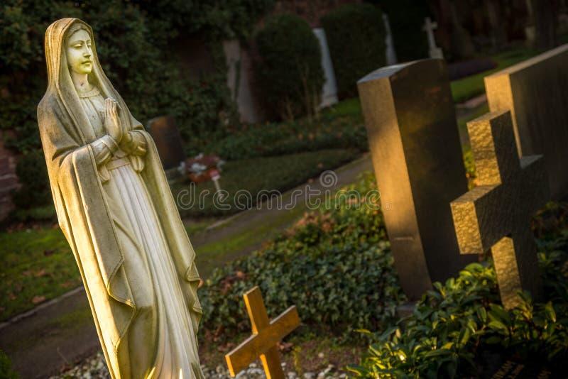 Moder Mary Christianity Religion i natur royaltyfri bild