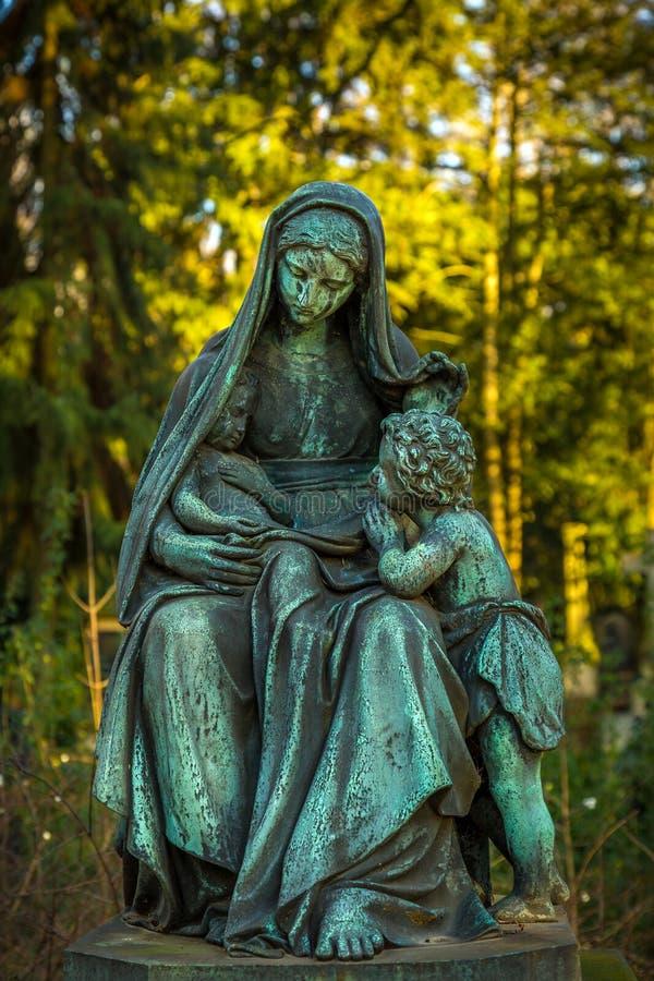 Moder Mary Christianity Religion i natur royaltyfri fotografi