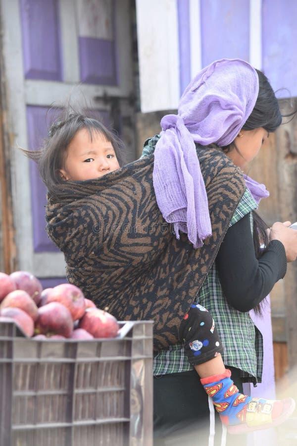 Moder med barnet arkivfoton