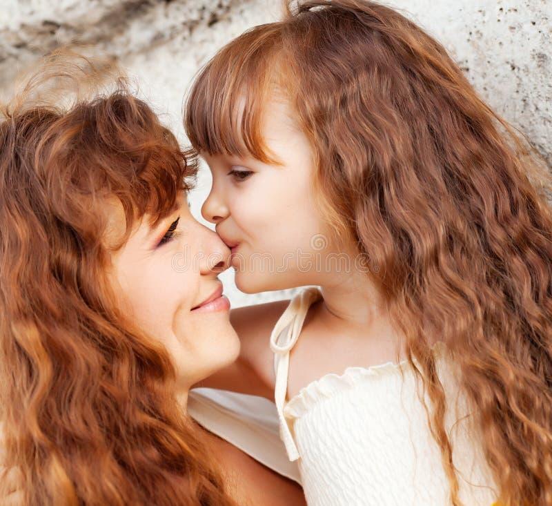 Moder med dottern royaltyfri bild