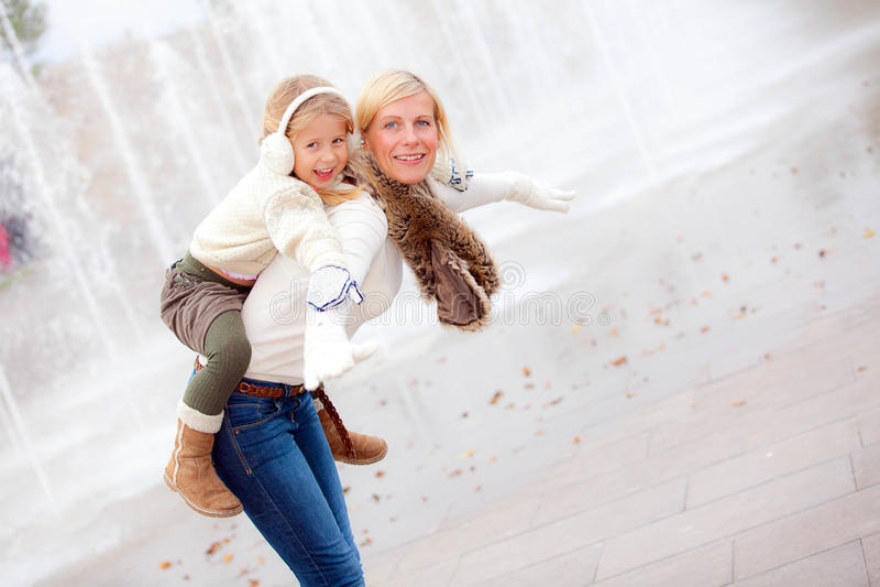 Moder och dotter arkivfoto