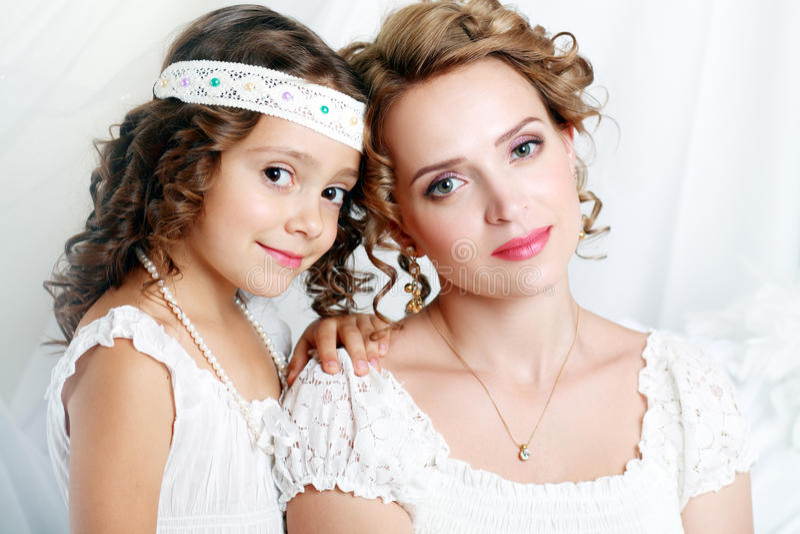 Moder och dottern royaltyfria bilder