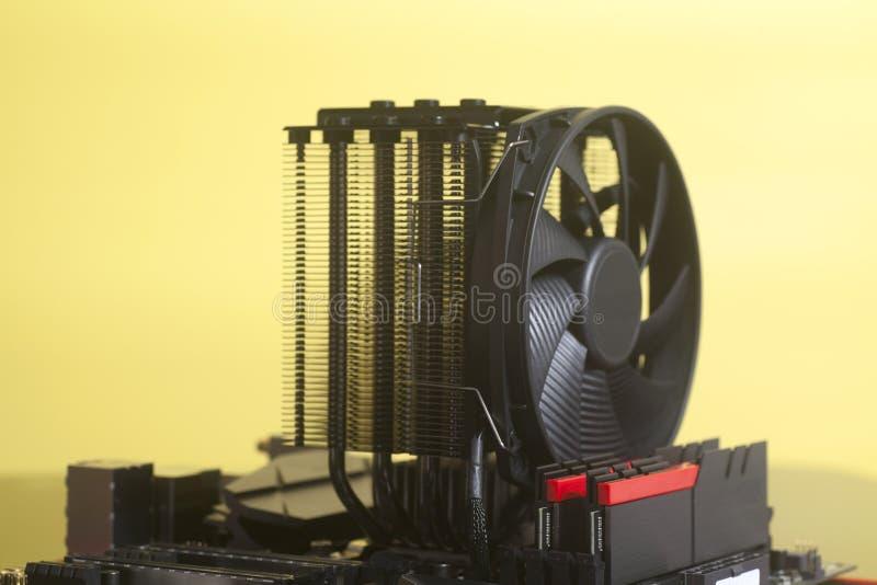 Moderkortdatorströmkrets med kylare för CPU-fanprocessor fotografering för bildbyråer