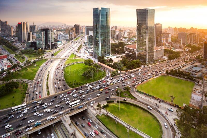 Modermening van financiële stad van San Isidro, in Lima, Peru royalty-vrije stock foto's