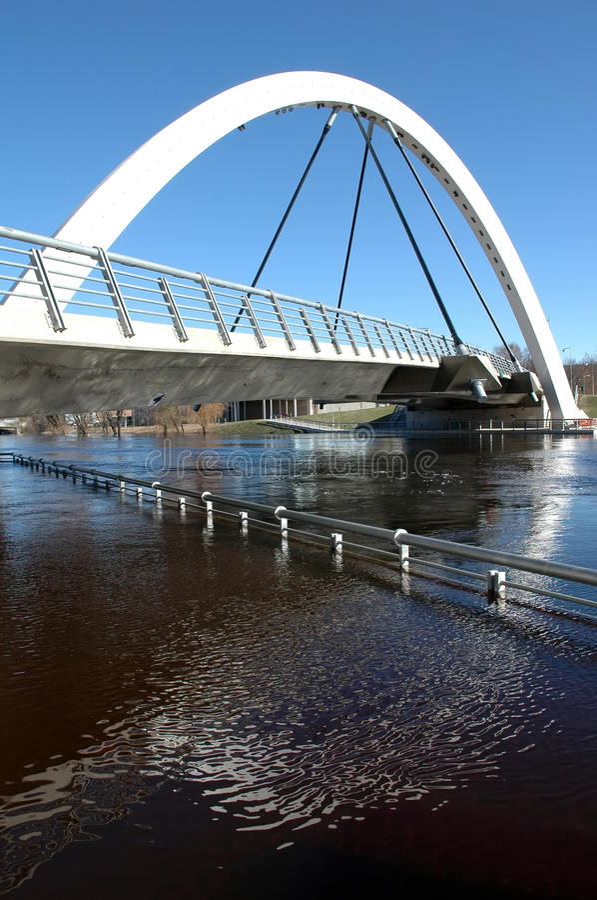 modern ärke- bro royaltyfria bilder