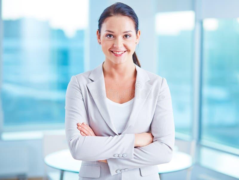 Modern affärskvinna royaltyfri foto