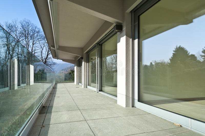 Modern arkitektur, balkong arkivfoto