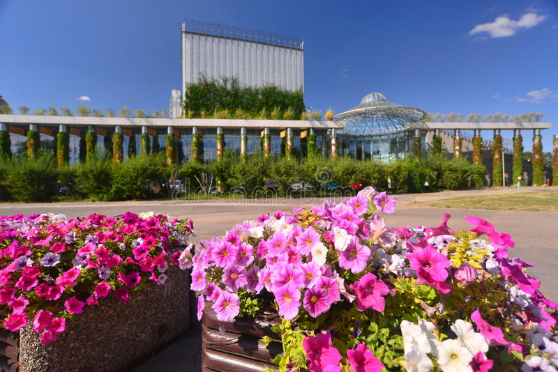 Modern arkitektur i Bialystok arkivfoton