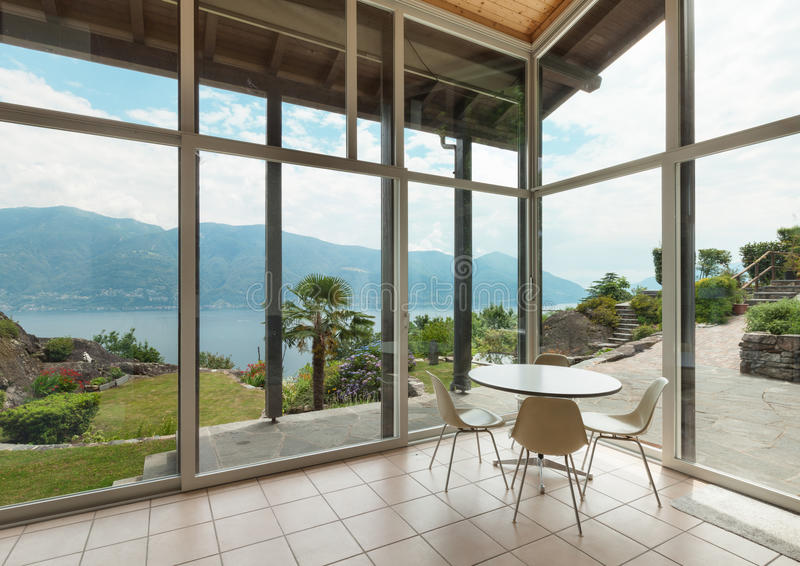 Modern arkitektur; inre; veranda arkivfoto