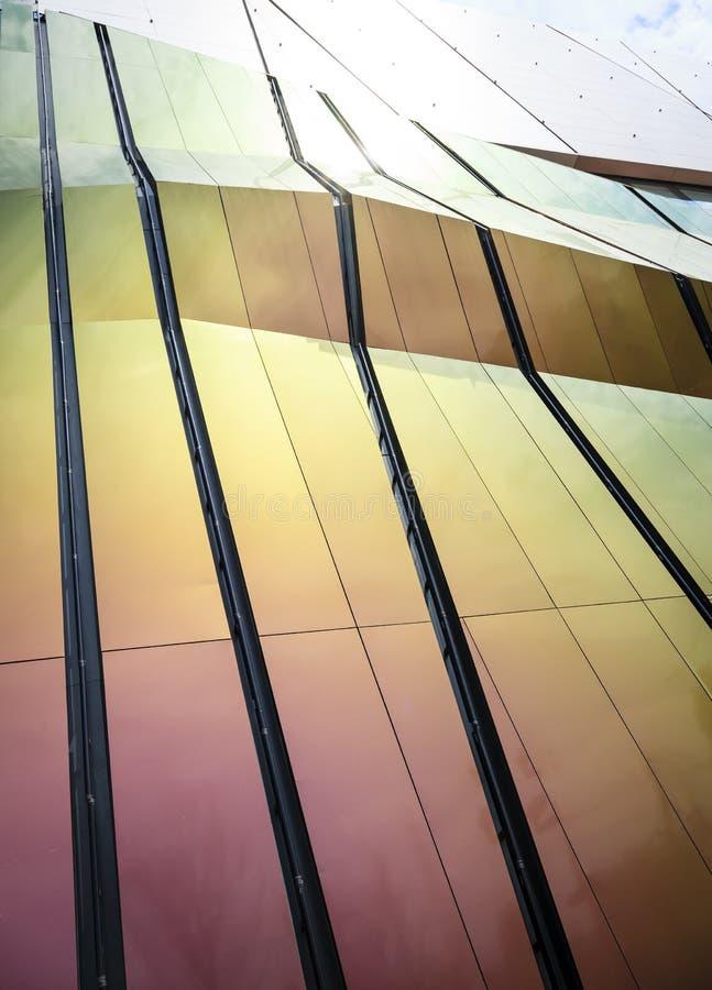 Modern arkitektur specificerar fasaddesign royaltyfria foton