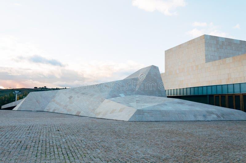 Modern arkitekturkongressmitt arkivbild