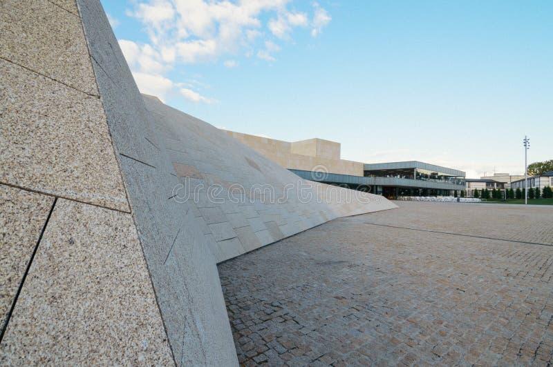 Modern arkitekturkongressmitt arkivfoton
