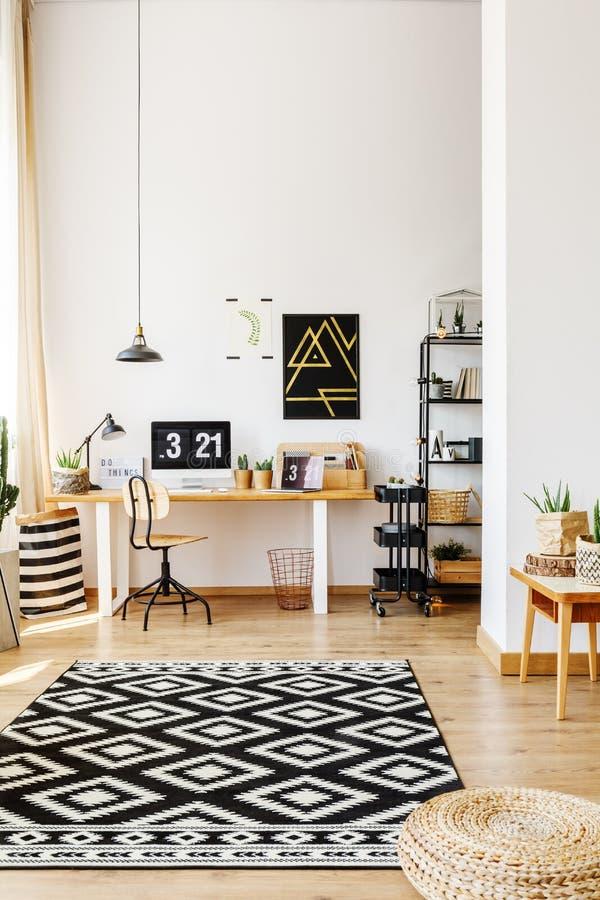 Modern atelier av den idérika hipsteren arkivbild