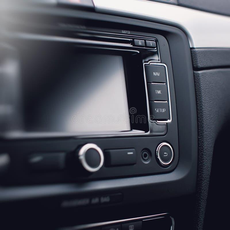 Modern auto audiosysteem, controleknopen stock foto