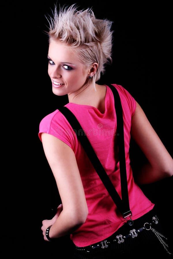Modern bärande hänglsen för ung kvinna arkivbild