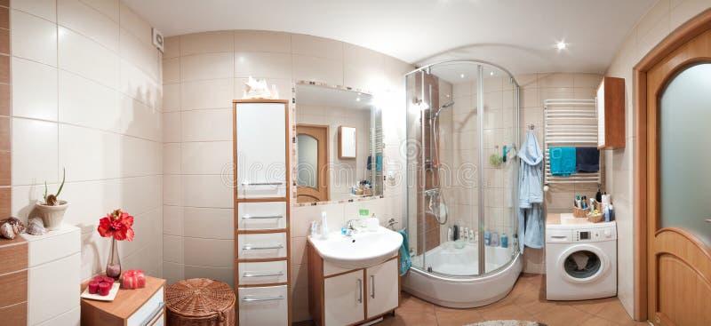 Modern badkamerspanorama royalty-vrije stock afbeeldingen
