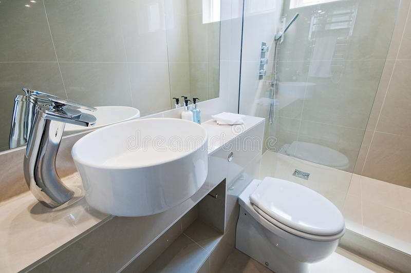 modern badrum ultra royaltyfri bild