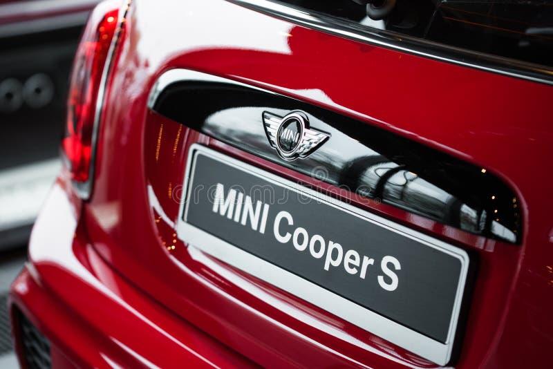 Modern baksida av den röda bilen för sport fotografering för bildbyråer