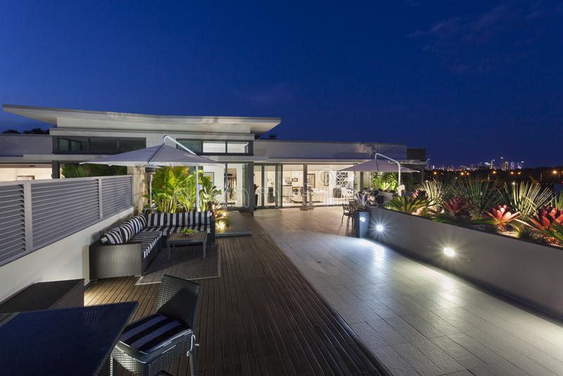 Modern balkong på skymningen royaltyfria foton